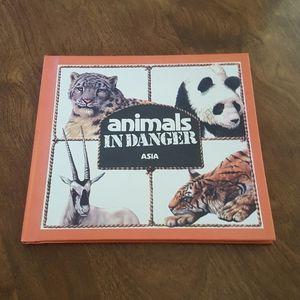1982 ANIMALS IN DANGER ASIA HARDCOVER